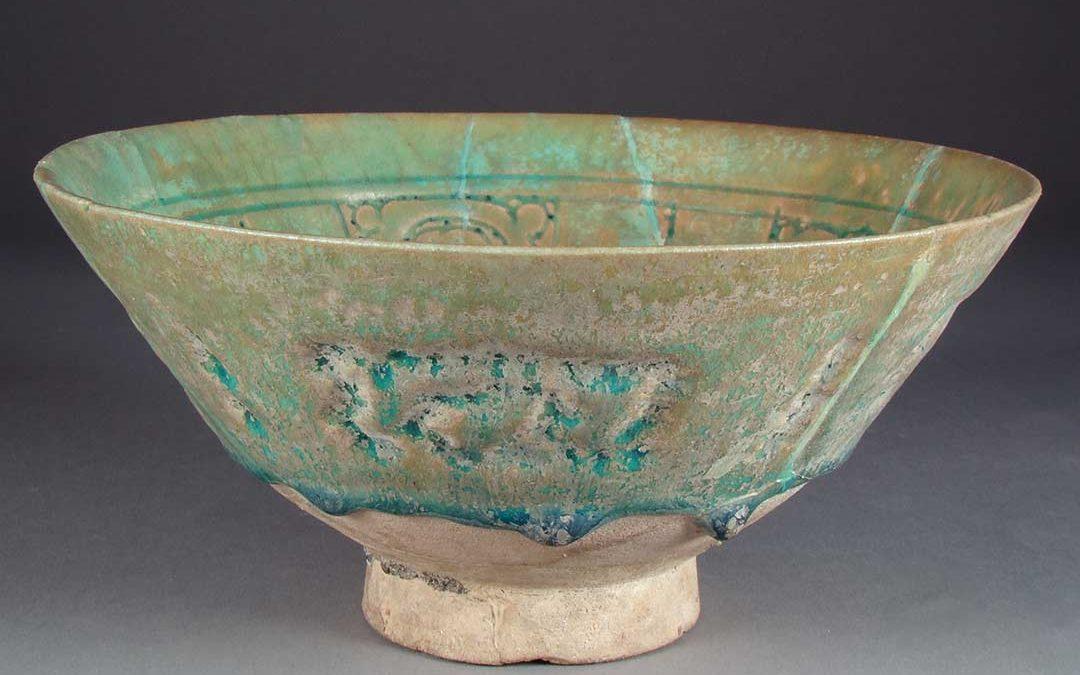A glazed Stonepaste Bowl